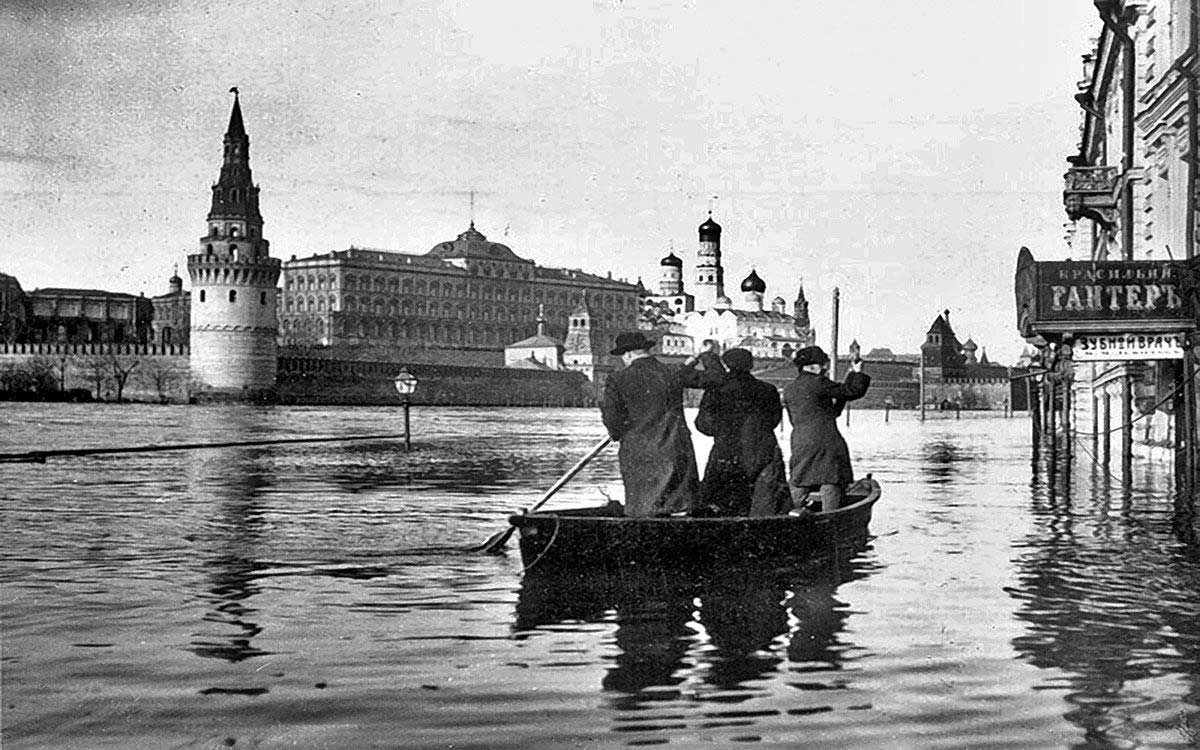 old moscow river